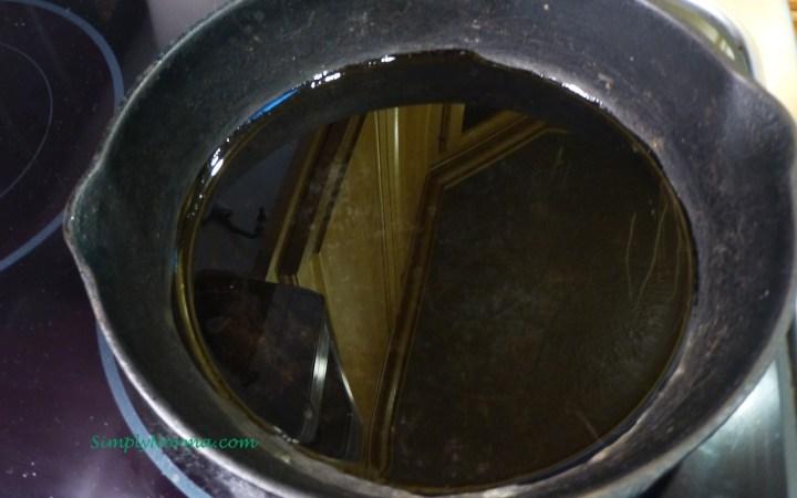 Preheat a cast iron skilelt