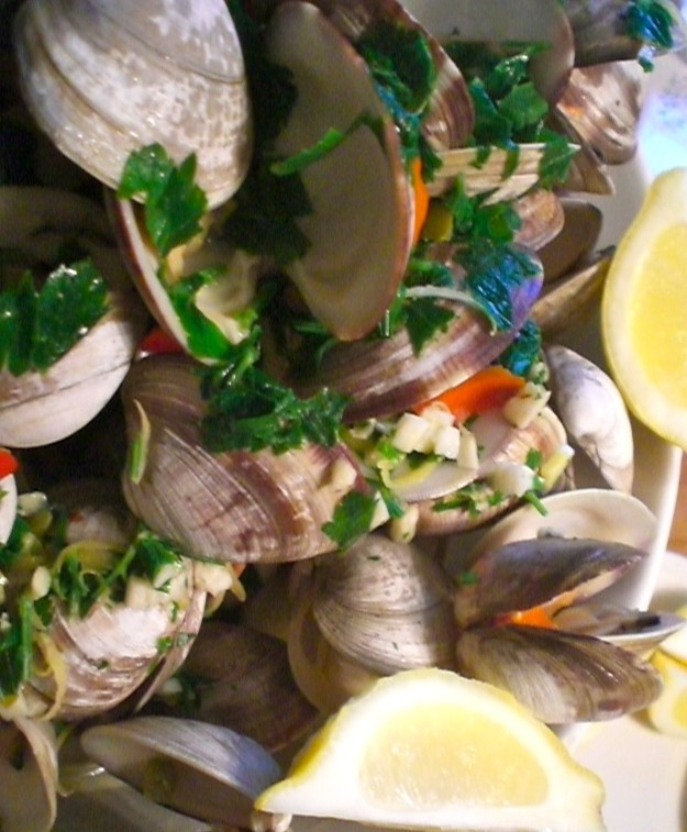 Steamed Clams | Simply Scrumptious by Sarah