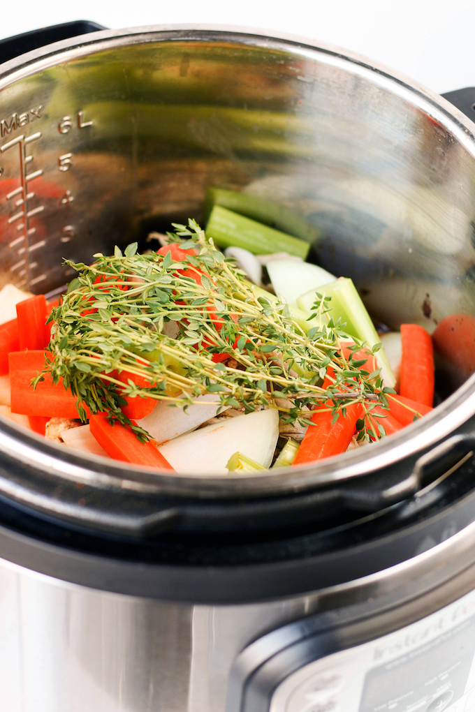 how to make chicken bone broth in slow cooker