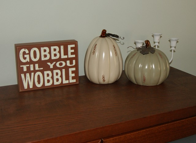 SImply Styled Emily - pumpkin and sign