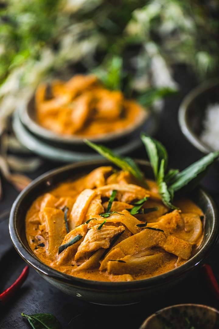 This easy Thai red curry recipe with chicken is delicious and creamy from the coconut milk and the flavorful red curry paste.  #thairedcurry #easythairedcurry #thairedcurryrecipe