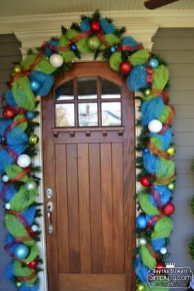 ChristmasDoorGarland15
