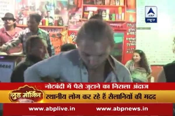 WATCH: Foreign tourists perform on the streets for money to get over demonetisation woes!