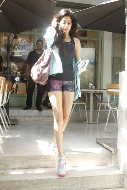 IN PICS: Sridevi's gorgeous daughter Jhanvi Kapoor flaunts her TONED legs & no-makeup look outside a suburban eatery!