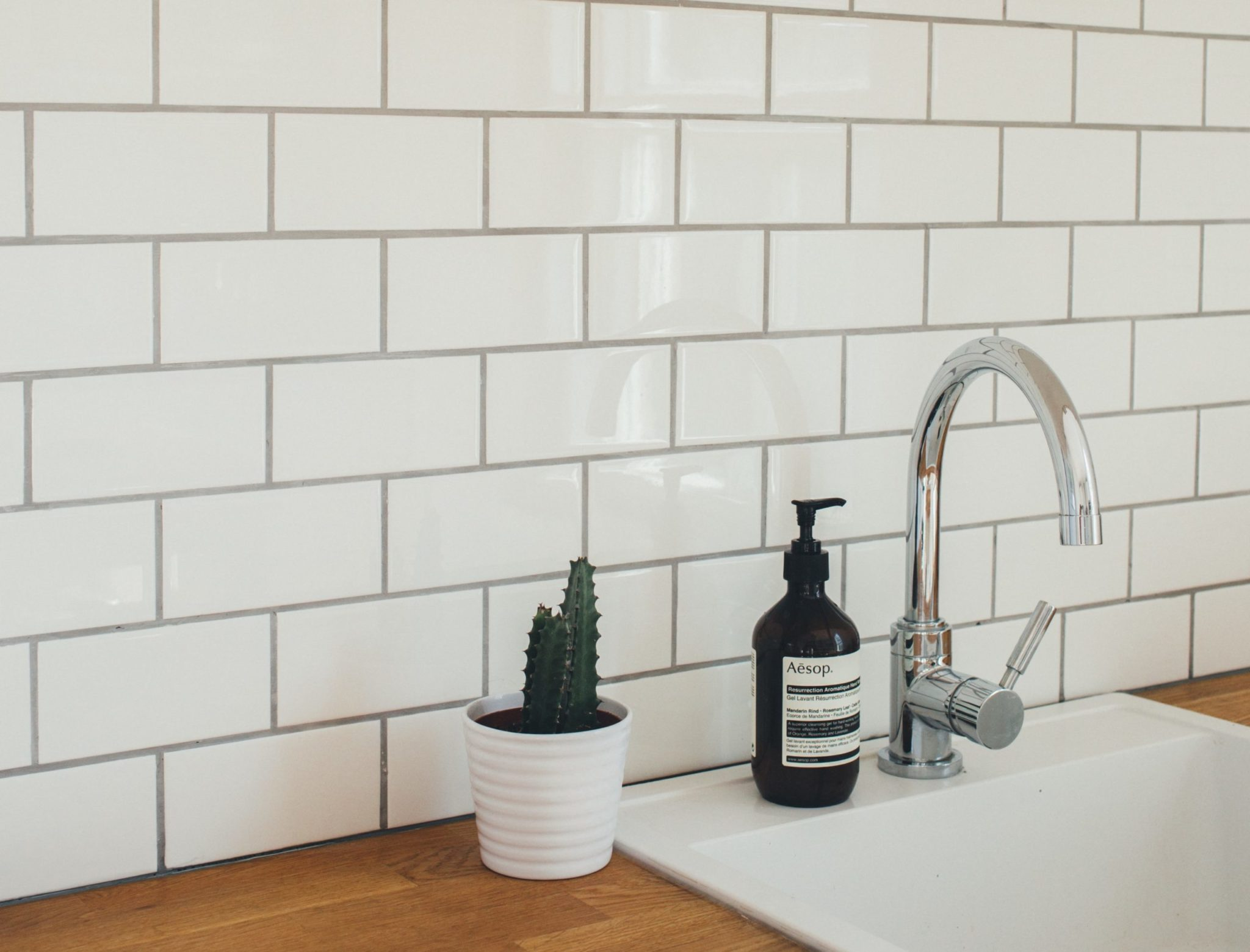 pro tips for choosing tile grout color