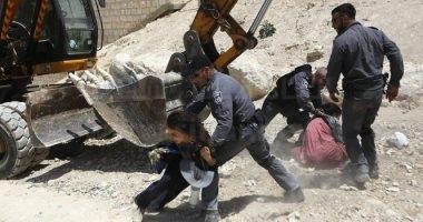 قوات الاحتلال الإسرائيلى تعتدى على المعتصمين فى الخان الأحمر شرق القدس