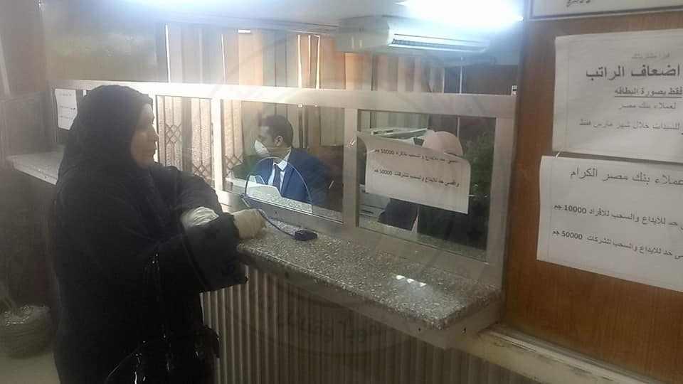 محافظ شمال سيناء عمليات صرف المعاشات7 - وكالة سيناء نيوز