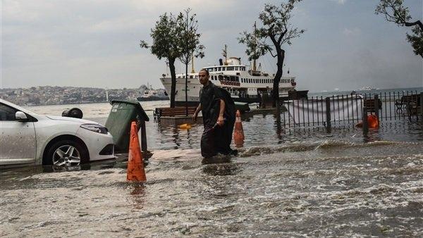 بعد السيطرة على حرائق الغابات.. تركيا تكافح الفيضانات