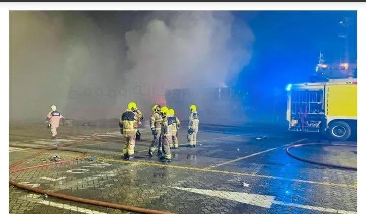 الدفاع المدني الإماراتي يعلن السيطرة على حريق في جبل علي دون إصابات