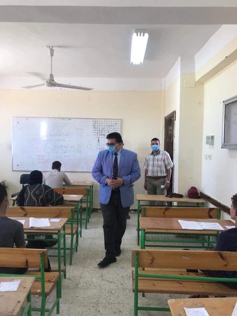 وكيل تعليم جنوب سيناء يطمئن على سير لجان الامتحانات بالدور الثاني للشهادة الإعدادية والدبلومات الفنية