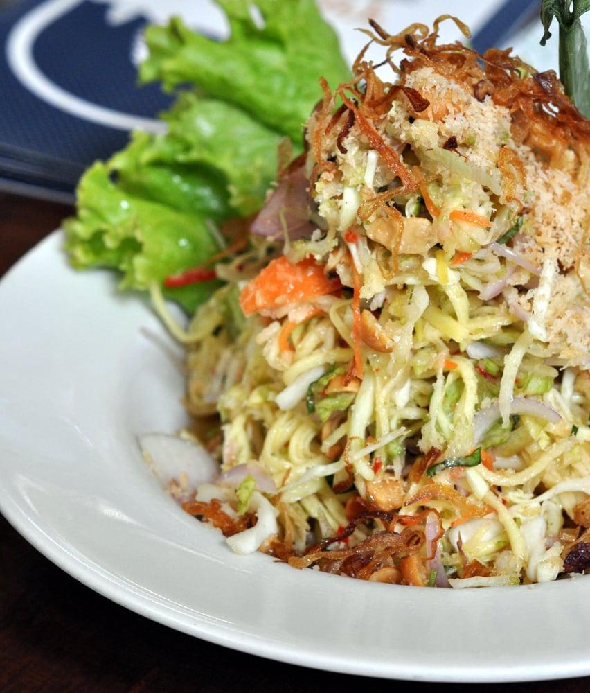 Som Tum Mamuang : Thai Raw Mango Salad