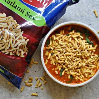 Sev Tameta Nu Shak (Gujarati Tomato & Sev Curry)
