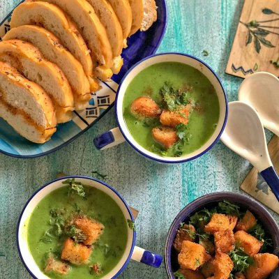 Zucchini & Spinach Soup with Herbed Croutons