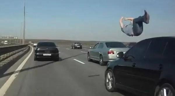 VIDEO: Atropellan a un hombre en la autopista