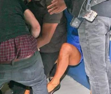 Video: Tiran al suelo a Paris Hilton y se le ve todo!