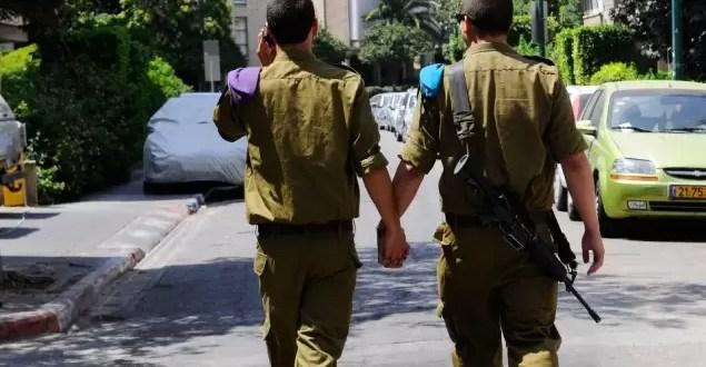 Escándalo por foto de soldados gays israelíes