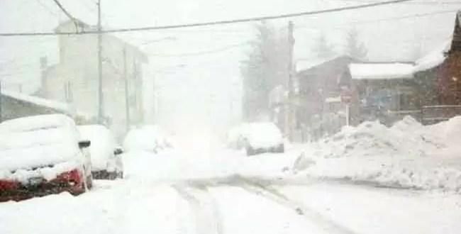 Una joven muere al deslizarse por la nieve y chocar contra una pared
