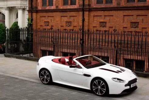 Nuevo Aston Martin V12: Fotos, equipamiento y precios