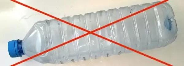 Los riesgos de usar una botella de plástico dos veces