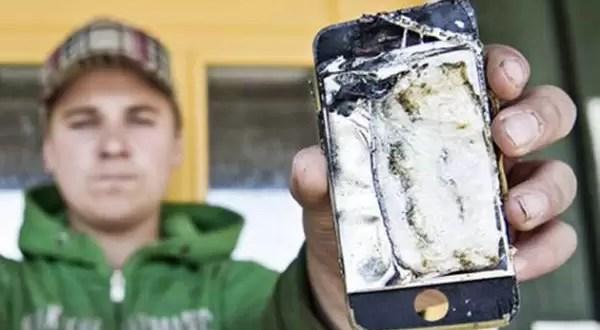 iPhone se prende fuego dentro del pantalón de un joven