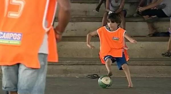 Video: Niño futbolista sin pies se probó en el Barcelona