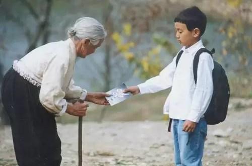 Niño caminó 150 kilómetros para ver a su abuela