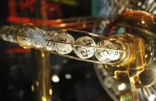 Familia gana tres veces lotería millonaria