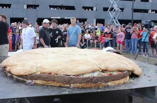 Mirá la hamburguesa más grande del mundo