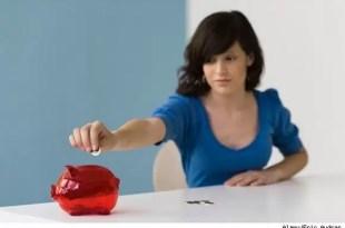 Los errores más comunes que cometen las mujeres con el dinero