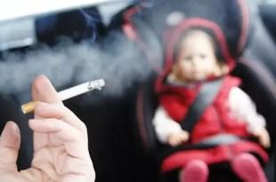Fumar dentro del auto es el triple de tóxico