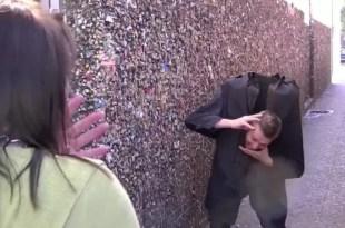 Video insólito: El hombre que pierde la cabeza al estornudar