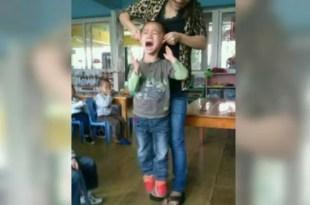 Fotos terribles! El maltrato de una maestra a sus alumnos 'por diversión'