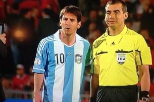 Video: Juez pidió una foto a Lionel Messi durante el receso
