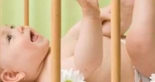 El bebé y los riesgos de los peluches en la cuna