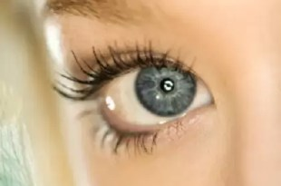 Cómo es el láser que vuelve los ojos azules para siempre
