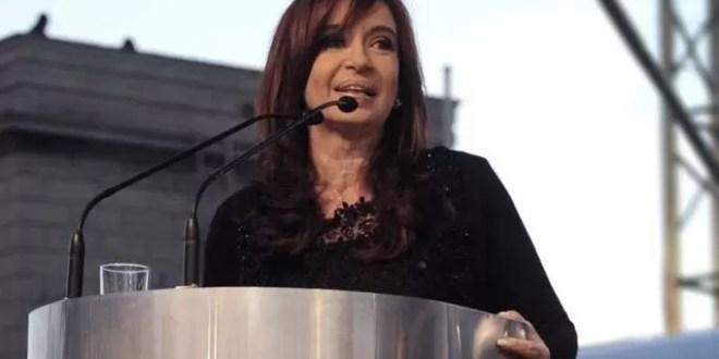 ¿Por qué Cristina Kirchner tuitea frases en inglés?