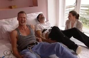 Video: Dos hombres experimentan los dolores de parto
