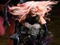 Fotos: A Lady Gaga le revienta el pantalón en pleno show