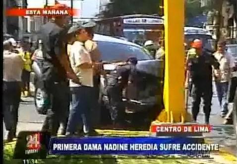 Video: la esposa del presidente Humala chocó contra un semáforo
