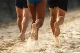Los beneficios de entrenar descalzos