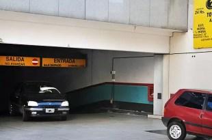 Un súper deberá pagar por un auto robado en su estacionamiento