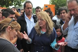 Abuchean a Alicia Kirchner en La Plata - Video