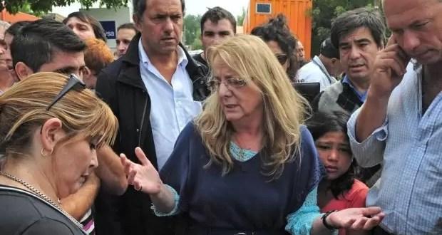 Abuchean a Alicia Kirchner en La Plata - Video