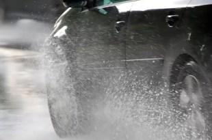 Cómo manejar seguro bajo la lluvia - Video