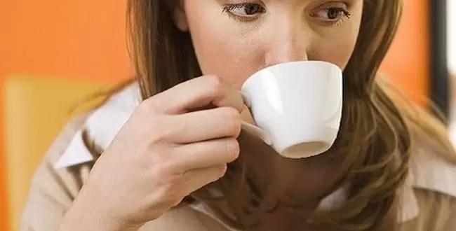 El consumo de café altera el tamaño de los senos