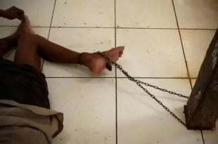 Terrible: enfermos mentales viven encadenados en psiquiátricos
