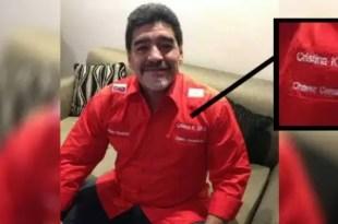 """Diego Maradona en Venezuela con una camisa que dice """"Cristina K 2015"""""""