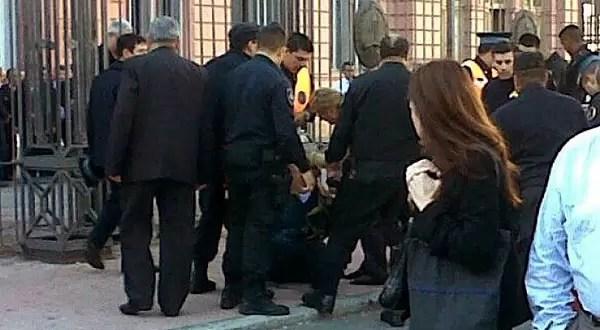 Dos hombres se prendieron fuego frente a la Casa Rosada