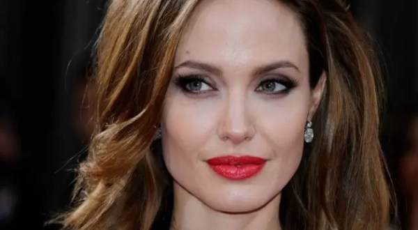 Angelina Jolie se somete a doble mastectomía