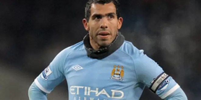 Video: Carlos Tevez cae de una escalera